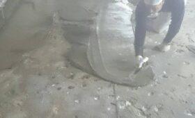 床面のモルタル打設です