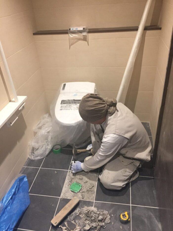トイレ床タイル貼替え