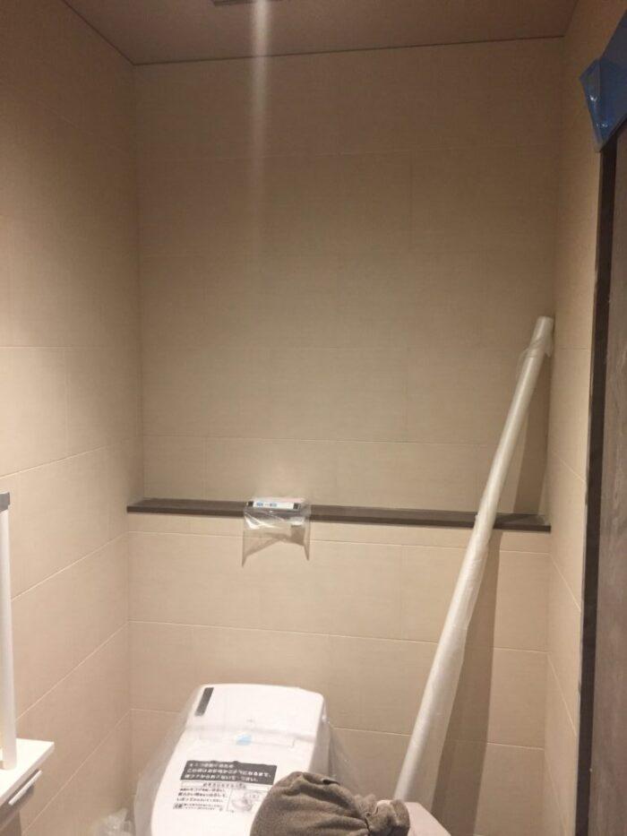 トイレ壁タイル貼り