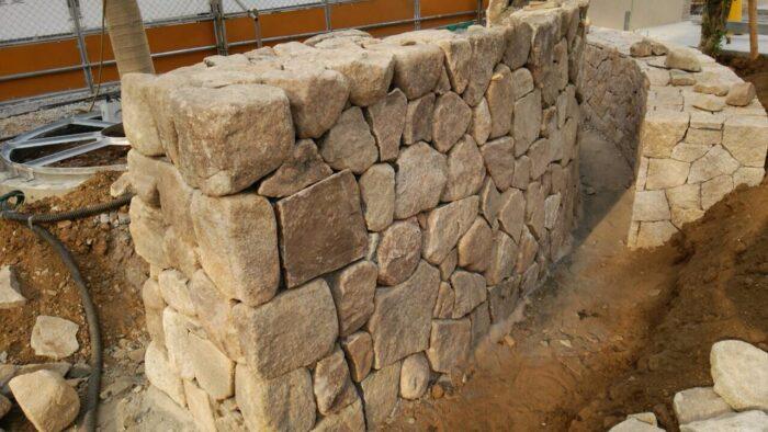 外部擁壁腰壁石積み