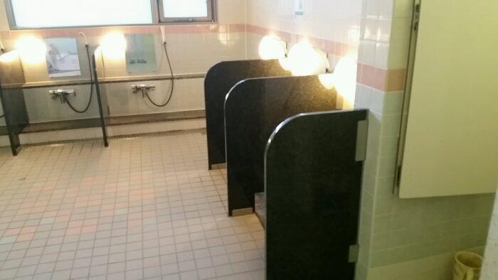 大浴場洗い場ブース取付け