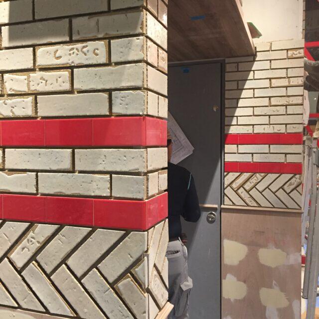 壁ブリック調タイル貼り