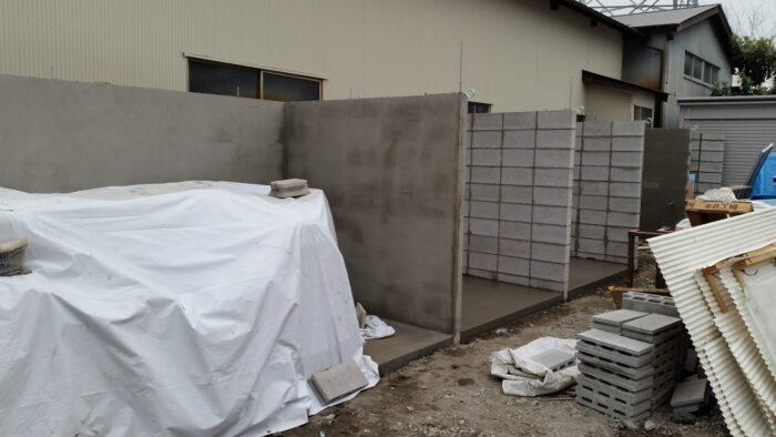 ブロック積んで倉庫作りました