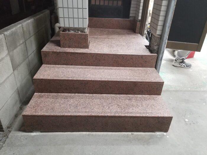 エムズ寮 玄関ポーチ石取付